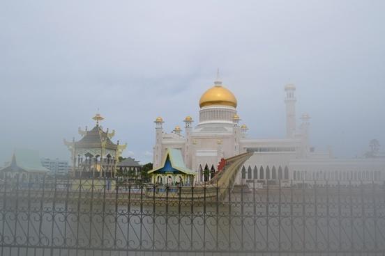 mosque golden brunei