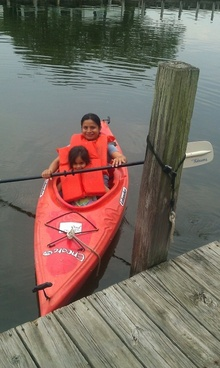 mother daughter kayaking