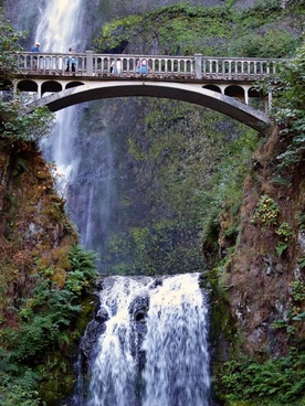 multnomah falls waterfall old bridge