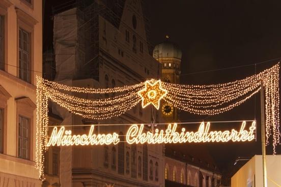 munich christmas market spire