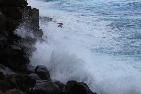 ocean waves crashing against rocks