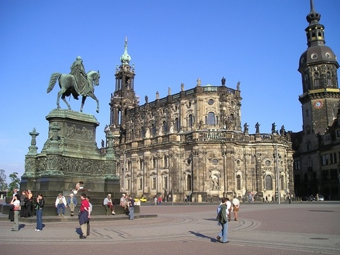 old town dresden statue