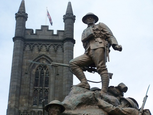 oldham war memorial soldier
