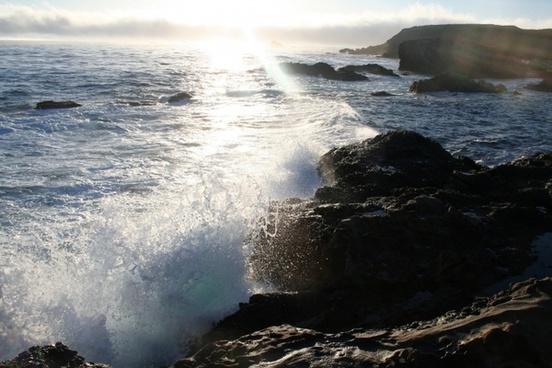 pacific ocean crashing