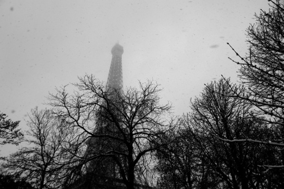 paris eiffel tower in the snow