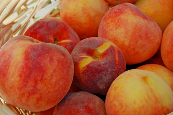 peaches photo taken at a farmers market