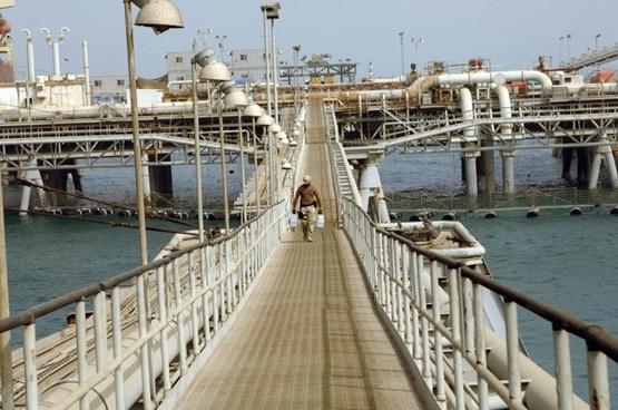 persian gulf walkway sky