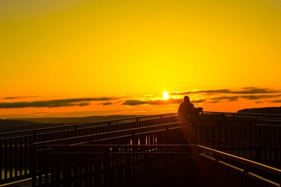 photographing the sunrise at pikes peak state park iowa