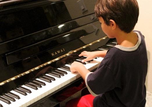 piano boy playing