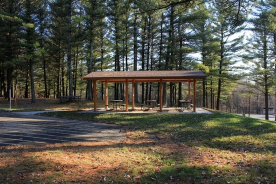 picnic area at mirror lake state park wisconsin