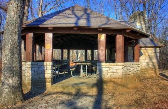picnic place at babbler state park missouri