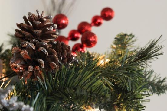 pine cones on wreath decor