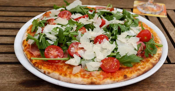 pizza rucola tomaten amp parmesan