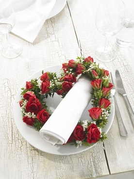 plate on the heartshaped wreath hd picture