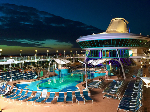 pool deck on splendour of the seas