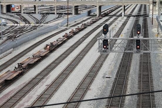 railroad signal over multiple train tracks