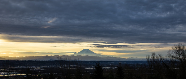 rainier under clouds