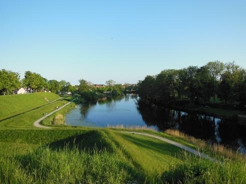 ramparts moat history