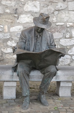 read reading statue
