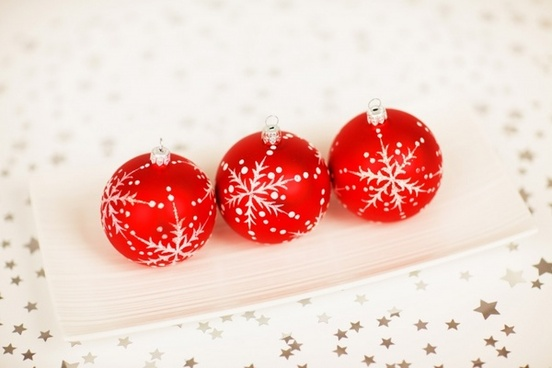 red baubles decoration