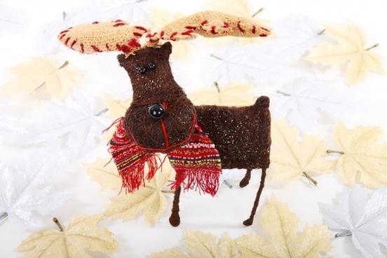 reindeer in leaves