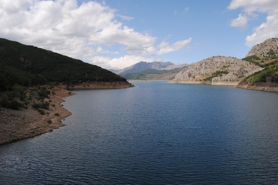 reservoir neighborhoods of