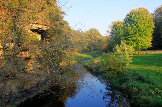 river and bluffs at apple river canyon state park illinois