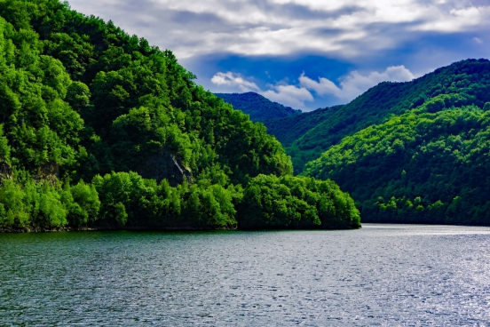 peaceful scenery of lake and mountain