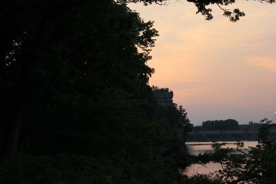romantic bluff view in starved rock state park illinois