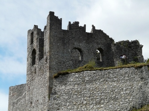 ruin castle battlements