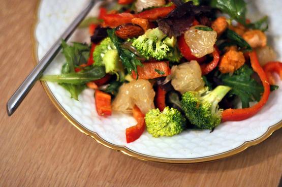 salat med laks polemo og mandler