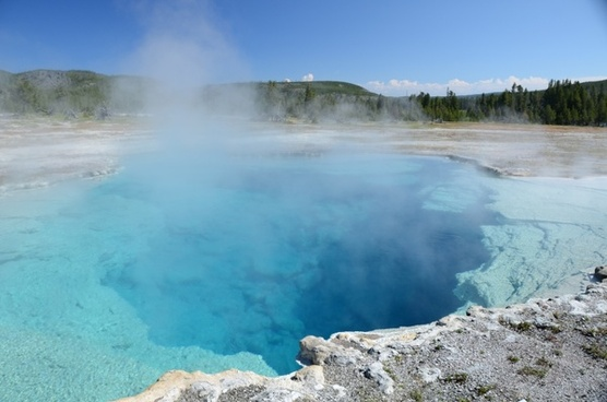 sapphire pool thermal feature yellowstone