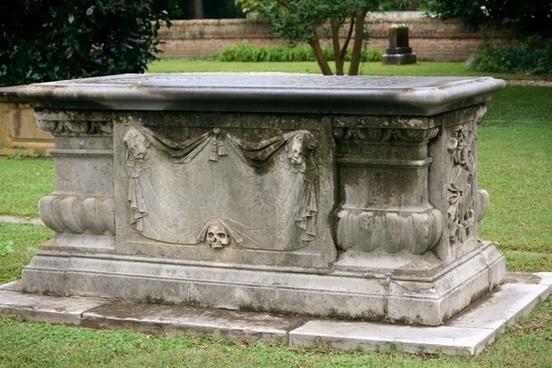 sarcaphagus coffin tomb