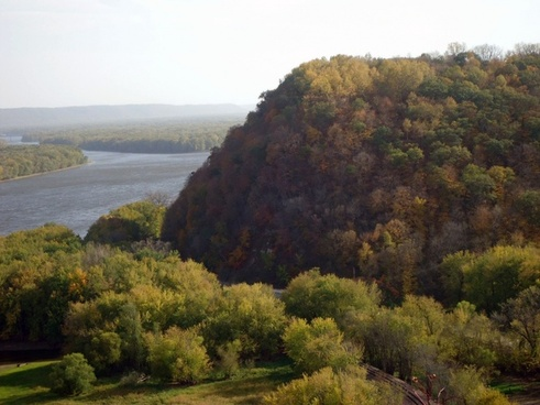 scenic view of mississippi at effigy mounds iowa