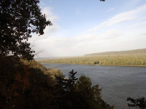 scenic view of river at effigy mounds iowa