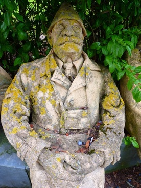 sculpture stone peter lenk