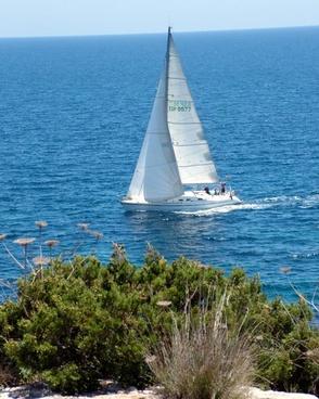 sea and sailing boat