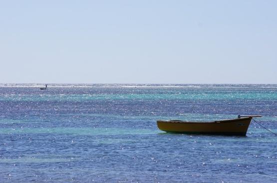 sea boat blue