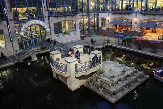 shopping mall plaza center in san antonio texas