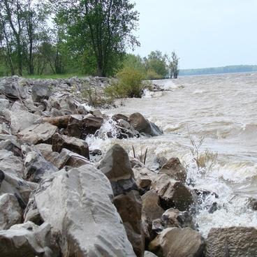 shoreline of lake rend