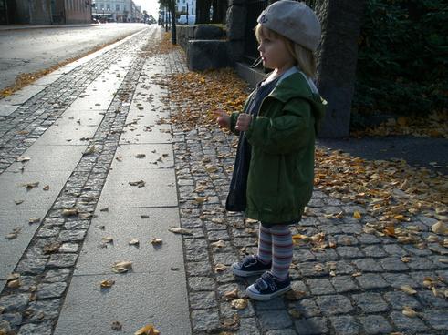 sidewalk spectator
