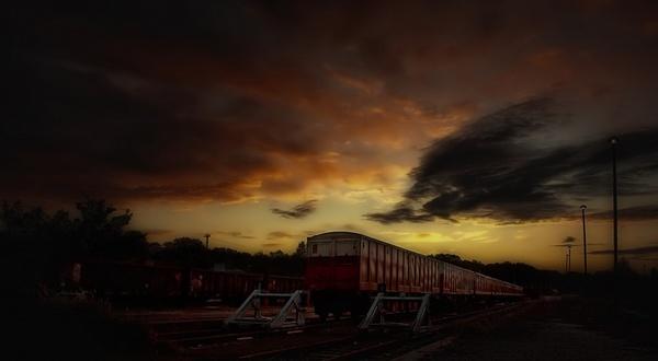 siding train night