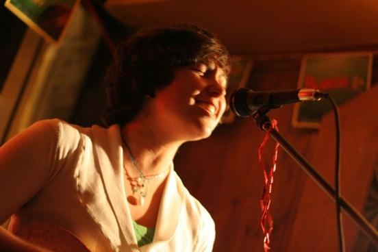 singer in pub