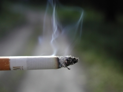 smoking cigarette lung cancer