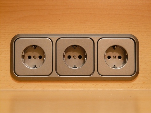socket plug current