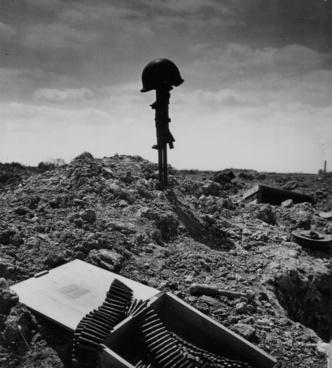 soldier's grave grave war