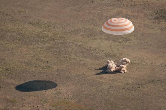 soyuz landing parachute
