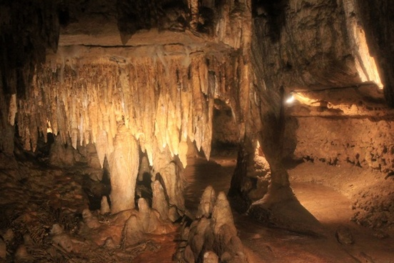 stalactites in cave of the mounds wisconsin