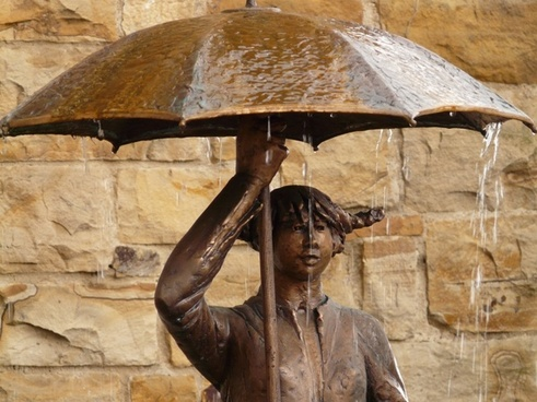 statue bronze umbrella