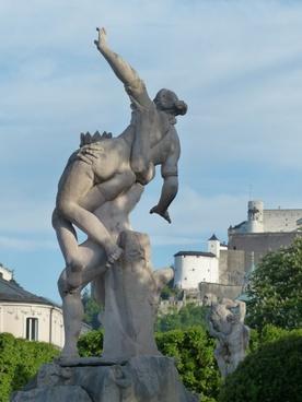 statue man woman